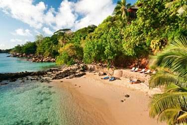 Situé sur l'île principale des Seychelles, dans la baie de Beauvallon,