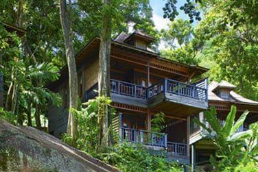 Les villas sont disséminées dans la nature ou en bord de mer