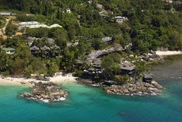 L'hôtel est situé sur un promontoire rocheux offrant une superbe vue
