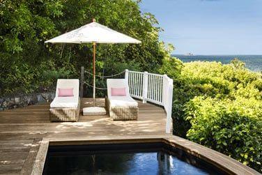 La piscine privée du bungalow montagne, sur les hauteurs