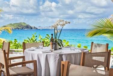 Rendez-vous au restaurant La Case de L'Isle pour un déjeuner face à la mer