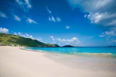 L'hôtel est situé sur l'une des plus belles et longues plages de sable blanc de Saint Barth