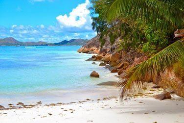 Situé à l'extrémité de la plage de Côte d'Or