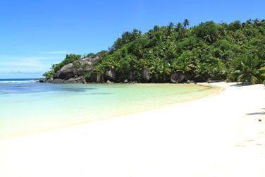 La plage est d'une beauté naturelle incroyable