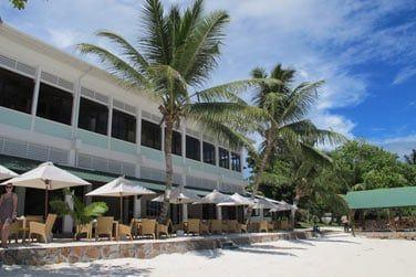 En front de mer pour ne rien perdre du panorama, 2 restaurants vous attendent