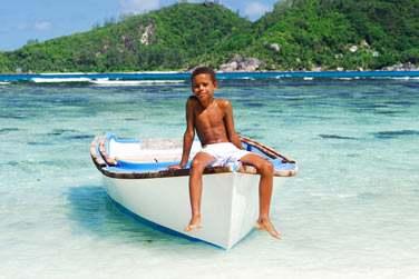 Tout proche de Praslin, ne manquez pas l'authentique île de La Digue..
