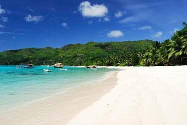 Et surtout n'oubliez pas les paroles ' C'est aux Seychelles que la vie est belle ' !!