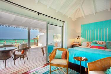 La chambre vue Baie Marigot et sa terrasse offrant une belle vue sur la mer