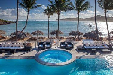 l'immense piscine de l'hôtel fait face à la mer !