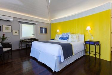 La literie des chambres, grande et confortable