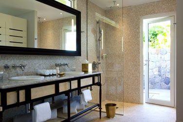 Salle de bain de la chambre vue lagon