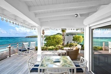La terrasse de la Suite Junior vue lagon