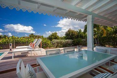 et son grand espace extérieur avec piscine privée