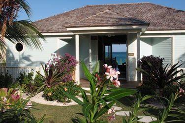 Des villas entourées par des jardins tropicaux luxuriants