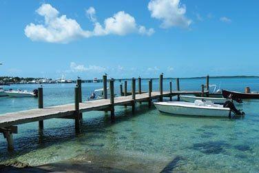 Une île à la fois chic et branchée, à quelques minutes de bateau de Eleuthera