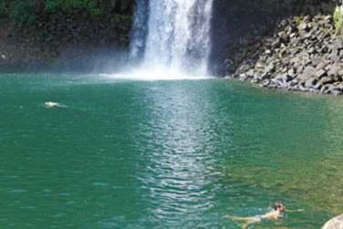 Cascade et bassin au coeur du cirque de Salazie à la Réunion