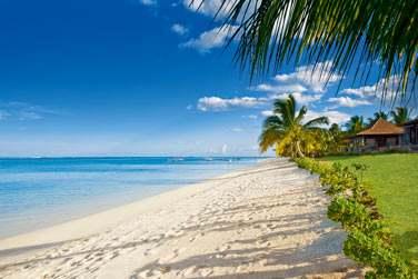 Vue sur la très belle plage de l'hôtel LUX* Le Morne à l'île Maurice