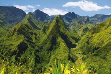 Paysages de montagnes dans le cirque de Mafate à la Réunion