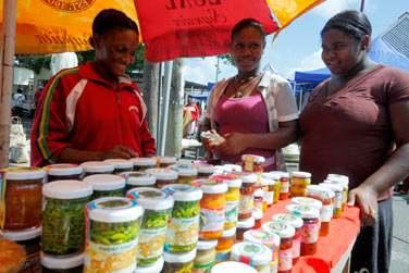 Le marché de Port Mathurin haut en couleur ..