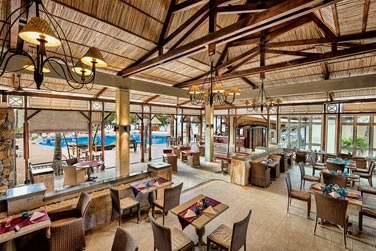 Le restaurant principal vous accueillera au petit déjener et au diner