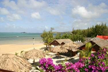 Un vrai petit hôtel de charme, il est situé sur la plage même de Anse Mourouk