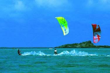 La cendrillon des Mascareignes , vous offre l'opportunité de pratiquer le kitesurf dans un cadre exceptionnel