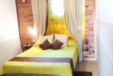 La chambre confortable et colorée