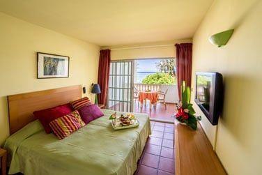 Les chambres sont confortables et colorées