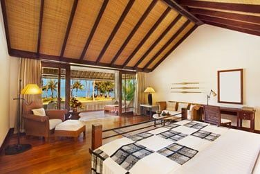 Intérieur de la chambre du Pavillon de luxe vue océan... Vous serez à quelques pas seulement de la mer !