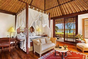 Intérieur de la Villa Royale vue océan avec piscine