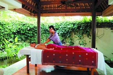 Rendez-vous au Spa pour une pause bien-être... Les massages peuvent être réalisés en extérieur sous les pavillons