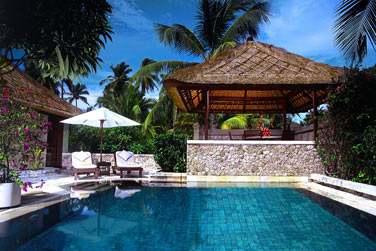 Luxury Villa vue jardin avec piscine.