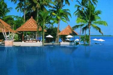 Place au farniente au bord de la piscine, l'océan à perte de vue...