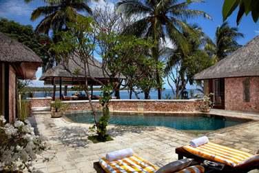La piscine privée de la Villa Royale vous garantissant à la fois une vue sur la mer et la plus totale intimité