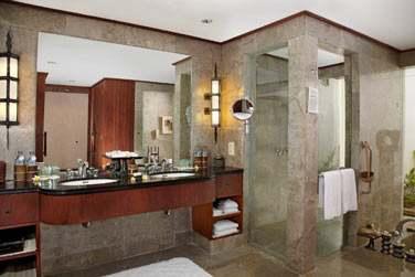 La salle de bain des Pavillons de Luxe, spacieuse et confortable