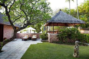 Voici le jardin privatif de la Villa De Luxe Jardin