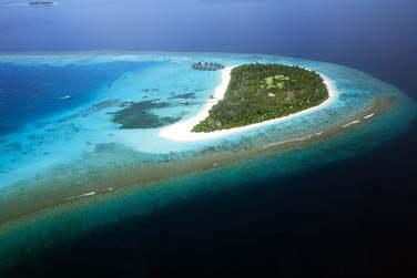 Une île-hôtel située au sud-ouest de l'atoll préservé de Baa