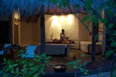 Le Coco Spa propose toute une gamme de soins ainsi qu'un programme inspiré du bien-être ayurvédique