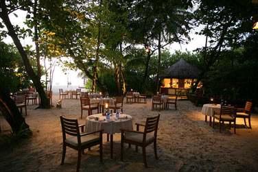 Rendez-vous au Cornus Grill Restaurant, dans un cadre sobre et intime avec extension sur la plage