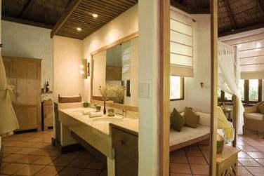 La salle de bain de la Deluxe Villa.