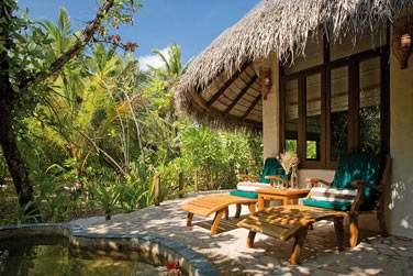 La terrasse extérieure de la Deluxe Villa, en pleine nature...