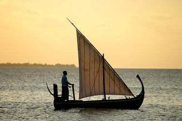 Une sortie en mer à bord d'un dhoni au coucher du soleil... Une excursion incontournable lors de votre séjour