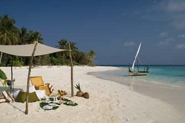 Jouez les Robinson Crusoé sur une île déserte et appréciez un déjeuner pique-nique sur la plage face au lagon