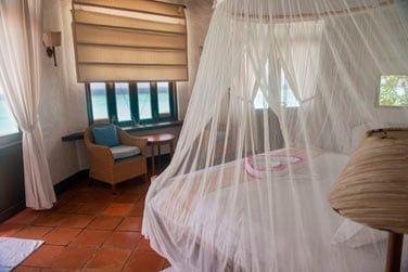 Villa Ocean Front et ses grandes fenêtres ouvertes sur la mer