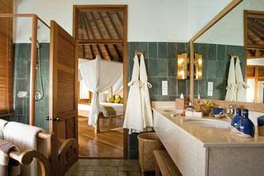 Salle de bain de la Sunset Lagoon Villa