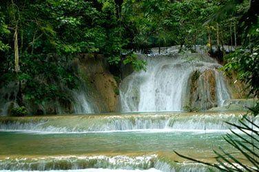 Contemplez la beauté naturelle de l'île...