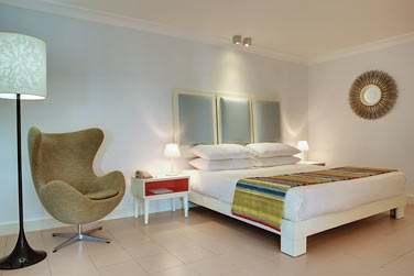 Intérieur de la chambre standard, entre confort et modernité