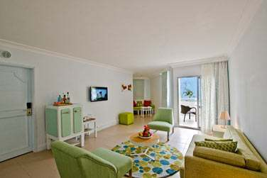 Le coin salon de la Suite, ouvert sur un balcon