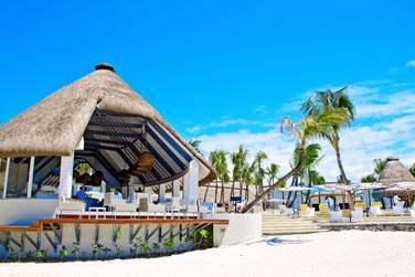 Le Coral Bar est le lieu idéal pour vous détendre en journée et faire la fête en soirée...