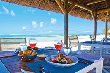 Dégustez des spécialités méditerranéennes ou mauriciennes, des fruits de mer ou poissons préparés sur le grill
